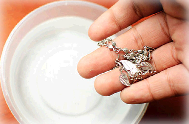 Így tisztítsd meg otthon az ezüst ékszereket