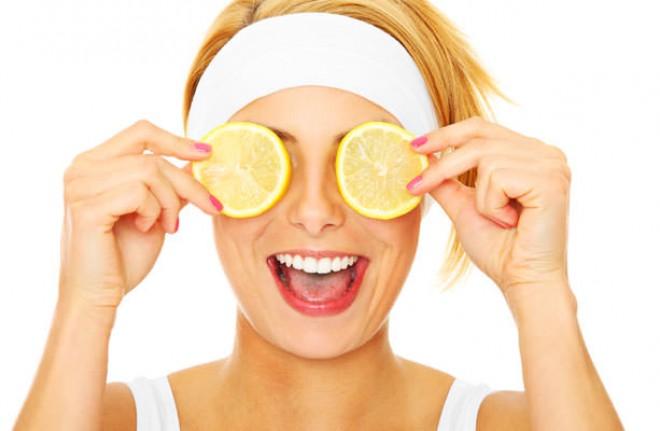 Használjon citromot a fiatalabb arcbőrért!